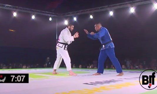 Yuri Simoes vs Travis Stevens fight to win pro 44