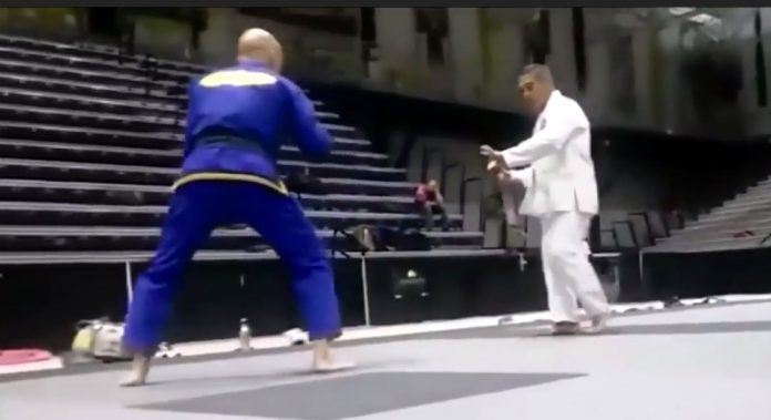 Rickson Gracie teaching us how to close the distance in a street fight