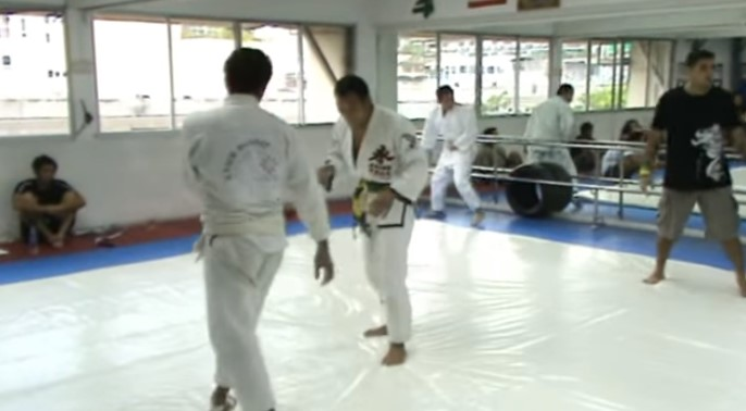 Muay Thai Legend puts on a GI to fight High Level Judoka in a Match with BJJ Rules