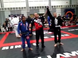BJJ White Belt defeats BJJ Black Belt by Submission
