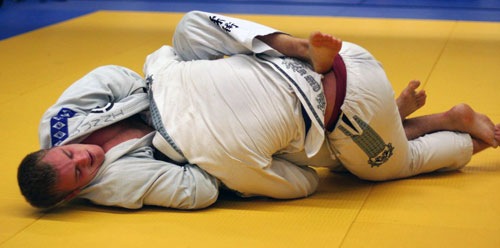 bji2009 win2 - Guillotine Choke - Basics, Secrets and Variations to Make it Perfect