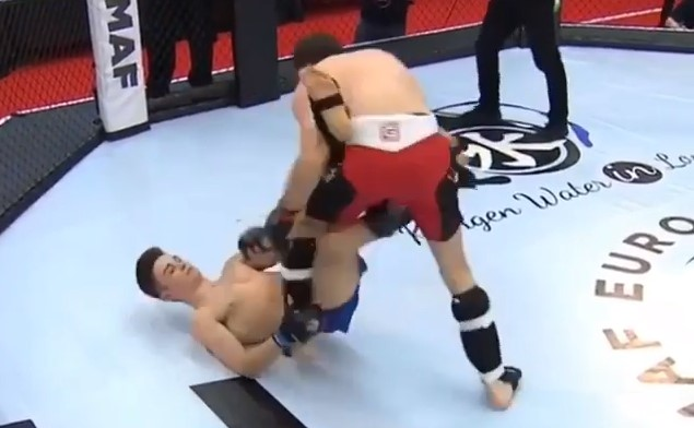 Perfectly Executed BERIMBOLO in MMA Fight!