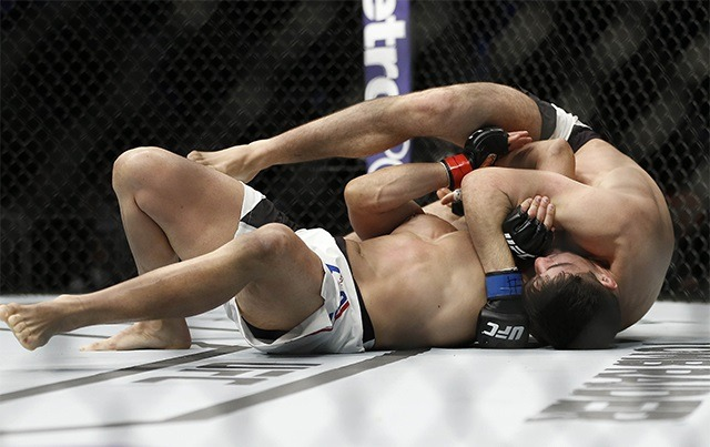 vicente luque hayder hassan ufc on fox 1 - Roll Your Opponents Into Submission With The Anaconda Choke