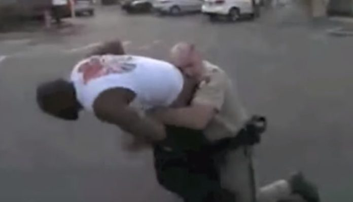 Police Officer uses Jiu-Jitsu to subdue a larger suspect