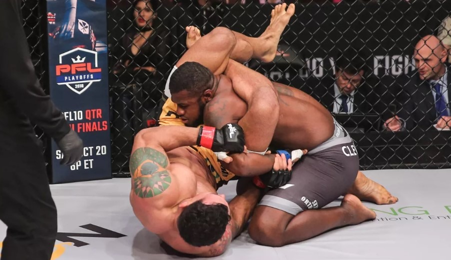 Screenshot 52 - Vinny Magalhaes with an Incredible Flying Triangle to Kimura in PFL 9