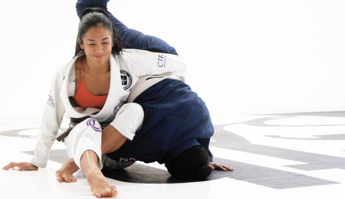 Jiu-Jitsu Rolls With Opposite Sex
