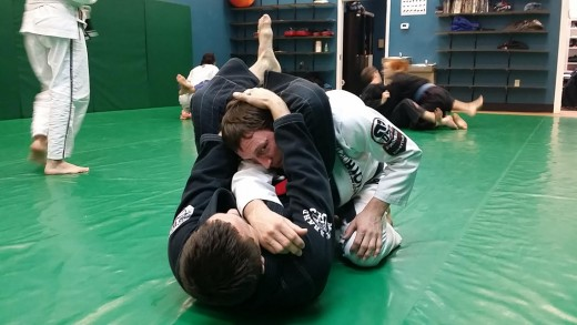 12255927 f520 - 5 Alternative Submissions From The BJJ Triangle Position