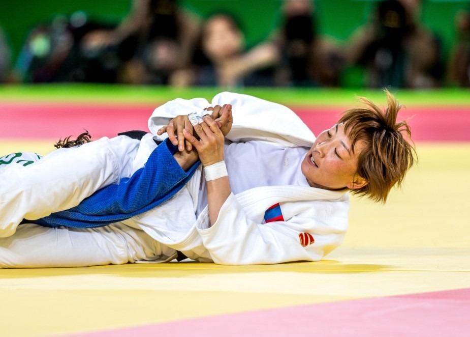 Brazilian Jiu Jitsu woman doing an armbar on her opponent
