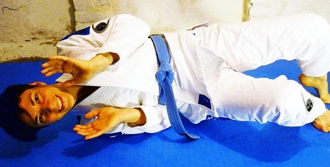 tatami zero g women bjj kimono shrimping e1415643714582 - Roll Mostly With BJJ Blue Belts To Real Learn Jiu-Jitsu