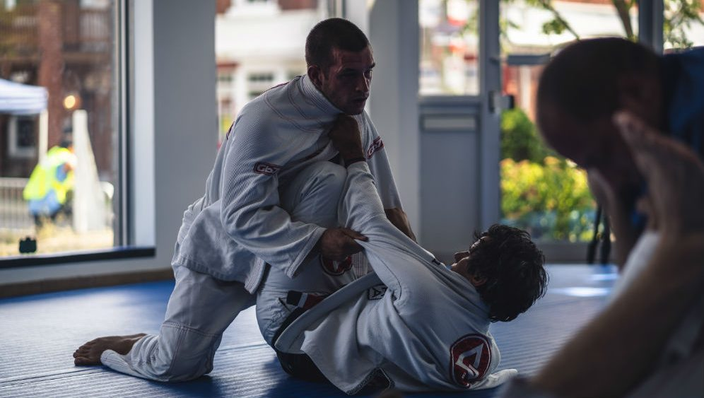 site1 996x563 1 - Brazilian Jiu-Jitsu Basic Moves: What To Teach Beginners