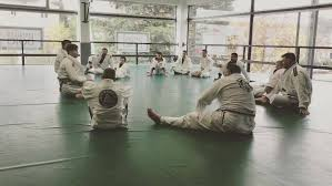 """images 26 - The """"1,2, Clap"""" – Why Do We Do It After A BJJ Demonstration Of Techniques?"""