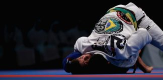 Jiu-Jitsu hacks : use your head as a fifth imb