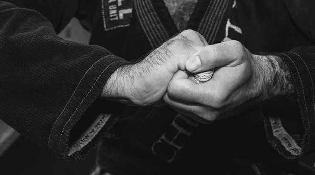 S Grip Front - How To Finish A Darce Choke: Grip Variations