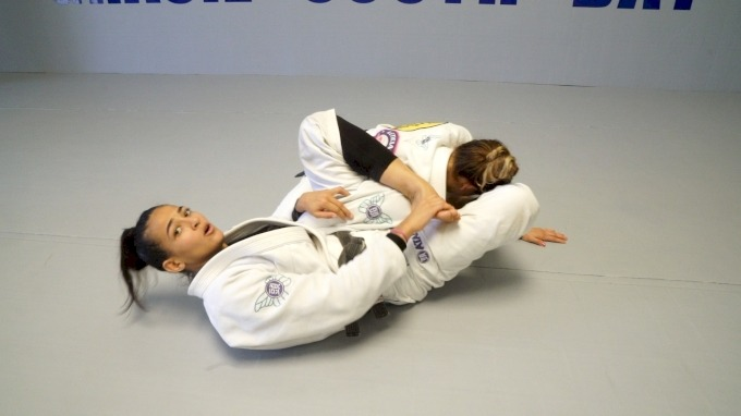 5928f83188da8 - Bia Mesquita DVD Review: World Championship Open Guard System