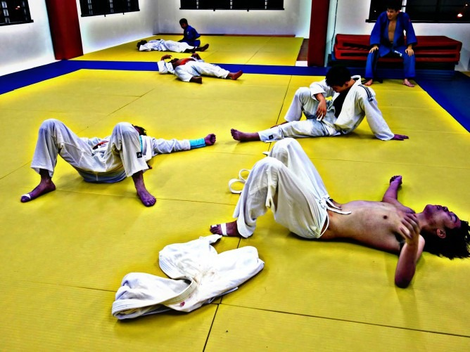 tiredbjj 668x501 1 - Getting Tired During BJJ? Here's What You're Doing Wrong
