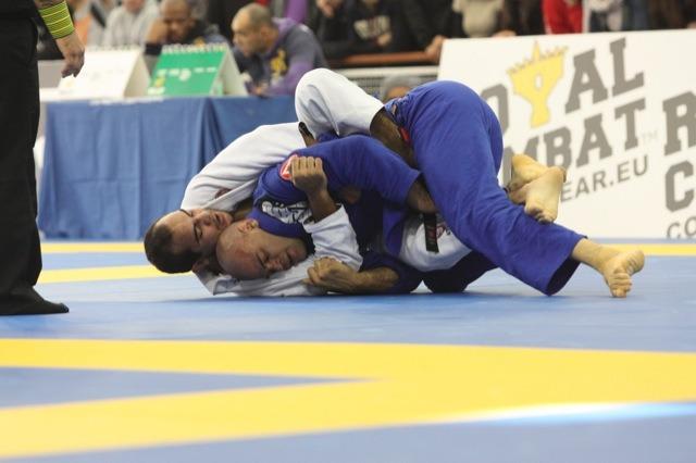 Bernardo Faria contra Lagarto no Europeu de Jiu Jitsu foto por Nog GRACIEMAG 3 - Bernardo Faria DVD Review: The Single Strap Back Take Encyclopedia