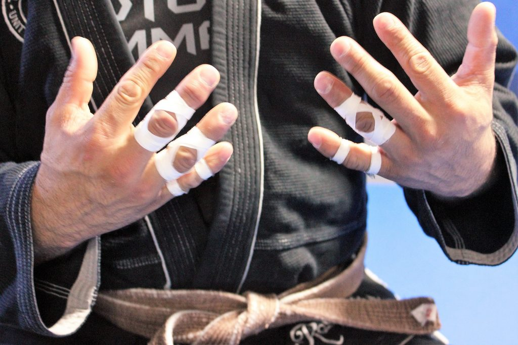 91txsSXyKEL 1024x683 - New Concept – A BJJ Glove To Replace Finger Tape Forever